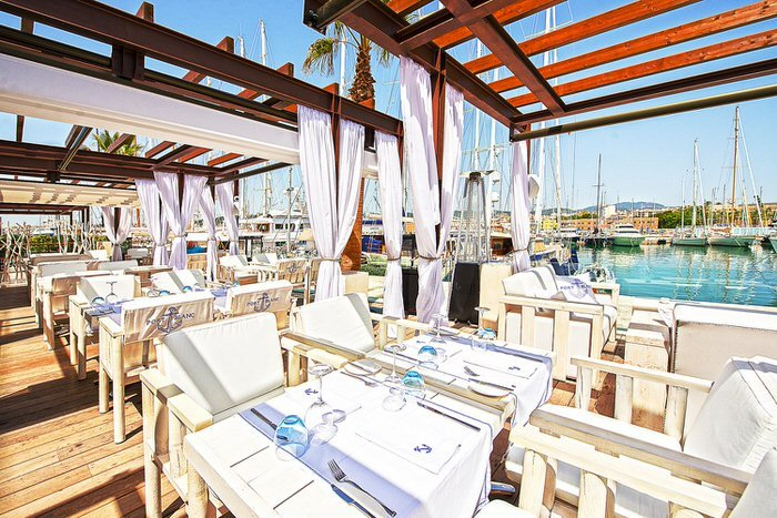 Directly at the yacht harbour in Palma – the chic Port Blanc