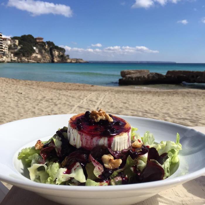 Cala Major Beach – Mallorca Lifestyle in Palma Nähe mit Blick auf den Königspalast